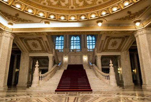 entrada parlamento rumano