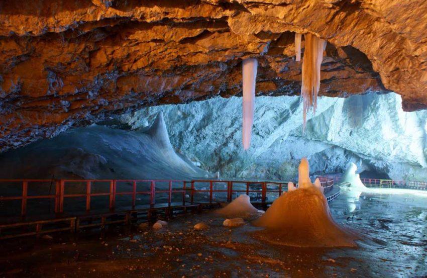 Cueva glaciar de Scarisoara