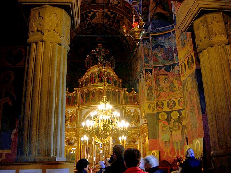 interior-iglesia-kretzulescu